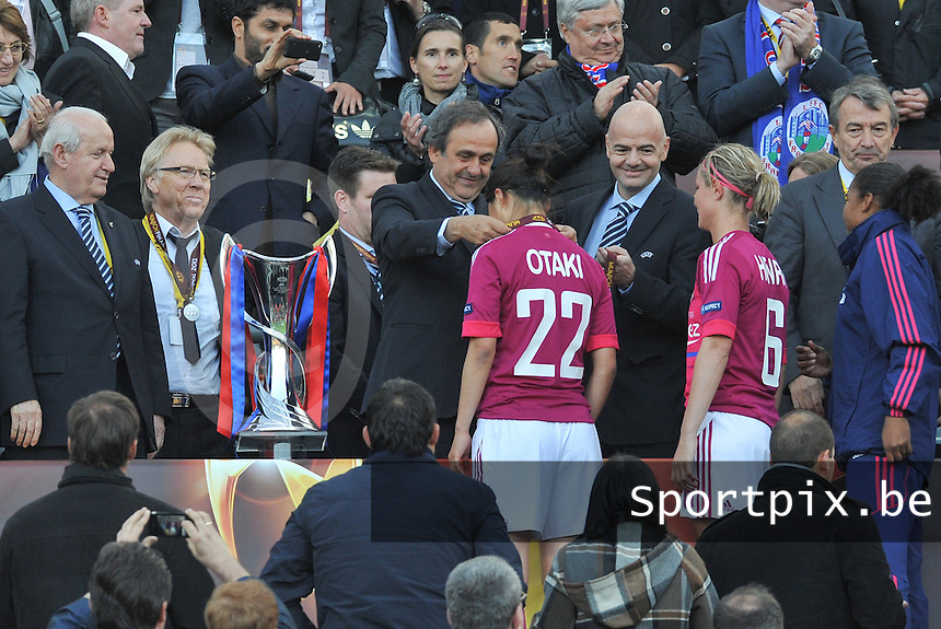 Uefa Women 's Champions League Final 2012 at Olympiastadion Munchen : Olympique Lyon -  FC Frankfurt : Michel Platini met Ami Otaki .foto DAVID CATRY / JOKE VUYLSTEKE / Vrouwenteam.be