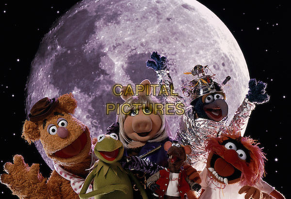 Fozzie Bear  (voice of Frank Oz), Kermit the Frog (voice of Steve Whitmire), Miss Piggy (voice of Frank Oz), Bubba the Rat (voice of Bill Barretta), Gonzo (voice of Dave Goelz) & Animal (voice of Frank Oz) .in Muppets from Space (1999).*Filmstill - Editorial Use Only*.CAP/NFS.Supplied by Capital Pictures.