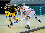 Almere - Zaalhockey  Amsterdam-Den Bosch (m) Wiegert Schut (Adam) met Pepijn Rijenga (Den Bosch)   . TopsportCentrum Almere.    COPYRIGHT KOEN SUYK