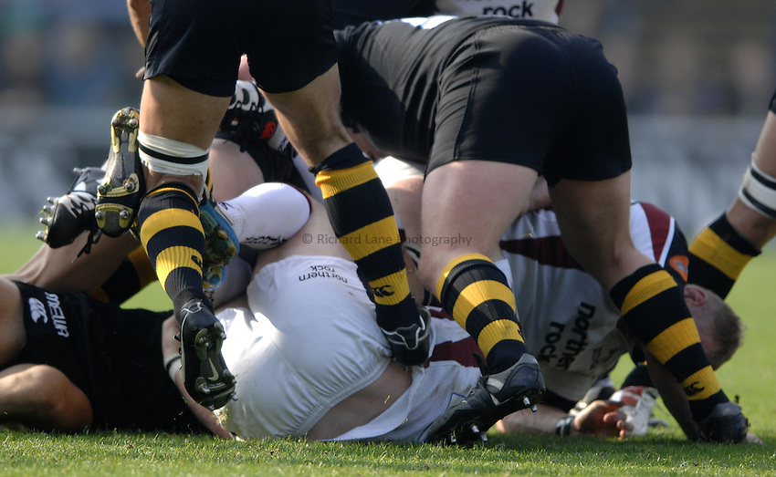 Photo: Richard Lane..London Wasps v Newcastle Falcons. Guinness Premiership. 15/10/2006. .Rucking.