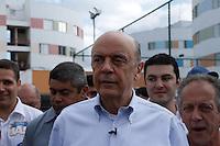 ATENCAO EDITOR FOTO EMBARGADA PARA VEICULO INTERNACIONAL SAO PAULO, SP, 17 DE OUTUBRO DE 2012 - CAMPANHA ELEITORAL - JOSE SERRA VISITA CONJUNTO HABITACIONAL EM HELIOPOLIS- O candidato a prefeitura de São Paulo pelo PSDB Jose Serra visita na tarde desta quarta-feira (17), conjunto habitacional em Heliopolis região sul da capital paulista (FOTO: AMAURI NEHN / BRAZIL PHOTO PRESS).