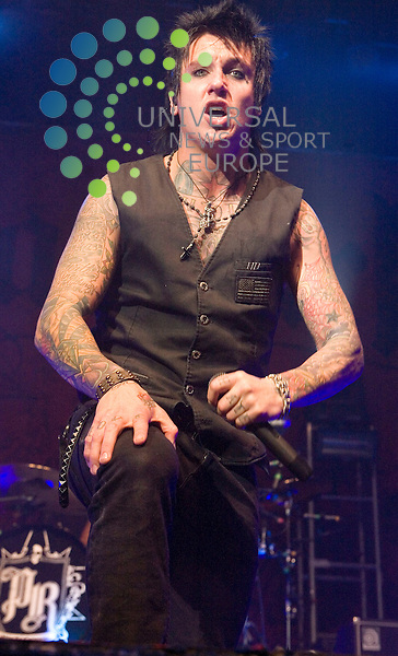 """Papa Roach, play their brand of american hard rock at the Glasgow O2 Academy on 9th October 2009 to promote their new album """"Metamorphosis""""..Picture: Peter Kaminski/Universal News and Sport (Scotland)"""