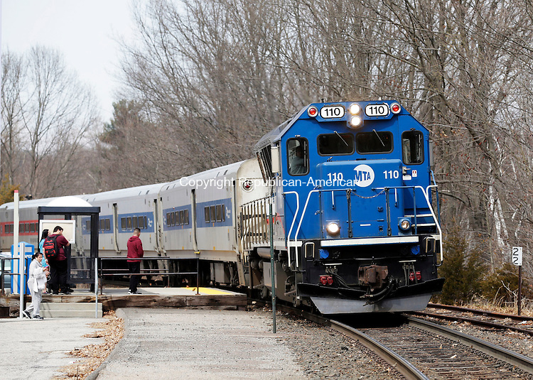 Naugatuck, CT- 01 April 2016-040116CM01-  A Metro-North train arrives at the Naugatuck train station on Friday.  Several passengers waited for the 2:19 train, which arrived from Waterbury.     Christopher Massa Republican-American