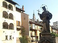 Chiavenna, centro storico, il ponte sul fiume Mera e Palazzo Pestalozzi.<br /> Chiavenna, old town. The bridge on the Mera river and Pestalozzi palace.