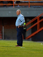 ENVIGADO - COLOMBIA, 21-08-2019: Eduardo Lara, técnico de Envigado F. C., durante partido entre Envigado F. C. y Atlético Junior de la fecha 8 por la Liga Águila II 2019, en el estadio Polideportivo Sur de la ciudad de Envigado. / Eduardo Lara, coach of Envigado F. C., during a match between Envigado F. C., and Atletico Junior of the 8th date  for the Aguila Leguaje II 2019 at the Polideportivo Sur stadium in Envigado city. Photo: VizzorImage / León Monsalve / Cont.