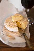 Europe/France/Midi-Pyrénées/12/Aveyron/Rouergue/Espalion: Fromage fermier de vache au lait cru:  Deux Causses - Fabriqué par GAEC Des Deux Causses Gimalac Ratier