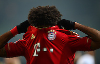 FUSSBALL   1. BUNDESLIGA   SAISON 2012/2013    22. SPIELTAG VfL Wolfsburg - FC Bayern Muenchen                       15.02.2013 Dante (FC Bayern Muenchen) zieht sich nach dem Abpfiff das Trikot ueber den Kopf