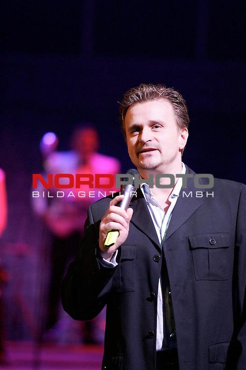 Presse-Call &quot;Dirty Dancing - Das Original Live On Stage&quot; - Europa-Premiere am 26.3.2006 im Musical-Theater &quot;Neue Flora&quot; in Hamburg<br /> <br /> Der K&radic;ľnstlerische Leiter, Lutz E. Seelig.<br /> <br /> Foto &not;&copy; nordphoto / Volker Sarbach<br /> <br />  *** Local Caption *** Foto ist honorarpflichtig! zzgl. gesetzl. MwSt.<br /> <br />  Belegexemplar erforderlich<br /> <br /> Adresse: nordphoto<br /> <br /> Georg-Reinke-Strasse 1<br /> <br /> 49377 Vechta