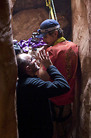 127 Hours (2010) <br /> Behind the scenes photo of James Franco &amp; Danny Boyle (Director)<br /> *Filmstill - Editorial Use Only*<br /> CAP/KFS<br /> Image supplied by Capital Pictures