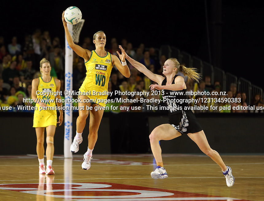 07.10.2013 Silver Fern Shannon Francois and Australian Diamond Renae Hallinan in action during the Silver Ferns V Australian Diamonds Netball Series played at the Rod Laver Arena in Melbourne Australia. Mandatory Photo Credit ©Michael Bradley.