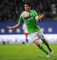FUSSBALL   1. BUNDESLIGA   SAISON 2011/2012    10. SPIELTAG Hamburger SV - VfL Wolfsburg                                22.10.2011 Christian TRAESCH (VfL Wolfsburg) Einzelaktion am Ball