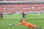 12.05.2018, BayArena, Leverkusen, GER, 1.FBL, Bayer 04 Leverkusen vs Hannover 96, im Bild Wendell (#18, Bayer 04 Leverkusen) verschiesst den Elfmeter<br /> <br /> <br /> Foto &copy; nordphoto/Mauelshagen