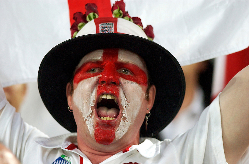 Photo: Steve Holland..Australia v England. Rugby World Cup Final, at the Telstra Stadium, Sydney. RWC 2003. 22/11/2003. .England fan.
