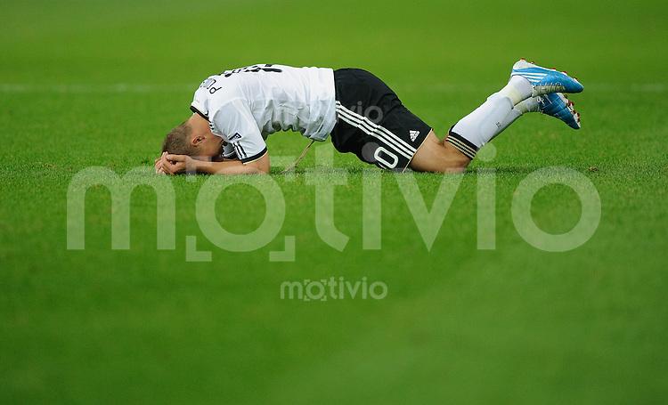 Fussball Euro 2012 Qualifikation  Deutschland - Tuerkei Lukas PODOLSKI (GER) vergraebt seinen Kopf im Rasen.