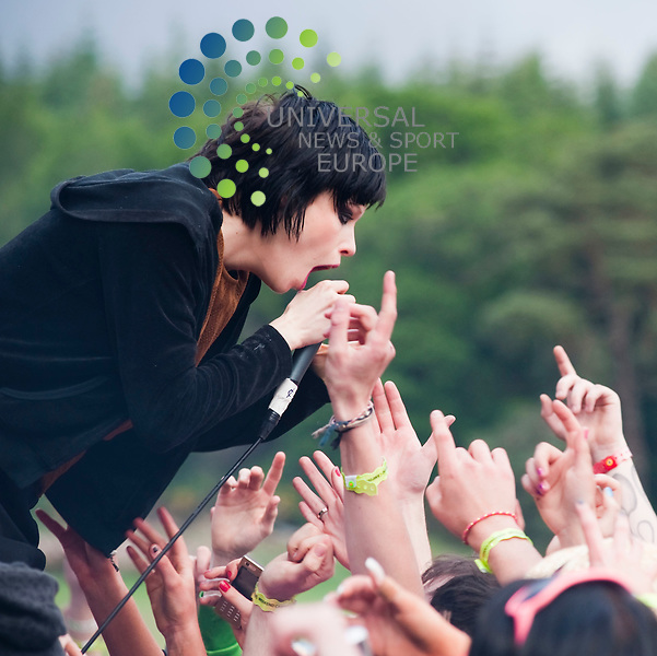 Alice Glass of American electronic music band Crystal Castles play the main stage at this years Rockness Music Festival...Rockness Music Festival, Loch Ness, Inverness , Scotland.  Picture: Euan Anderson/Universal News And Sport (Scotland) 11th June 2010.