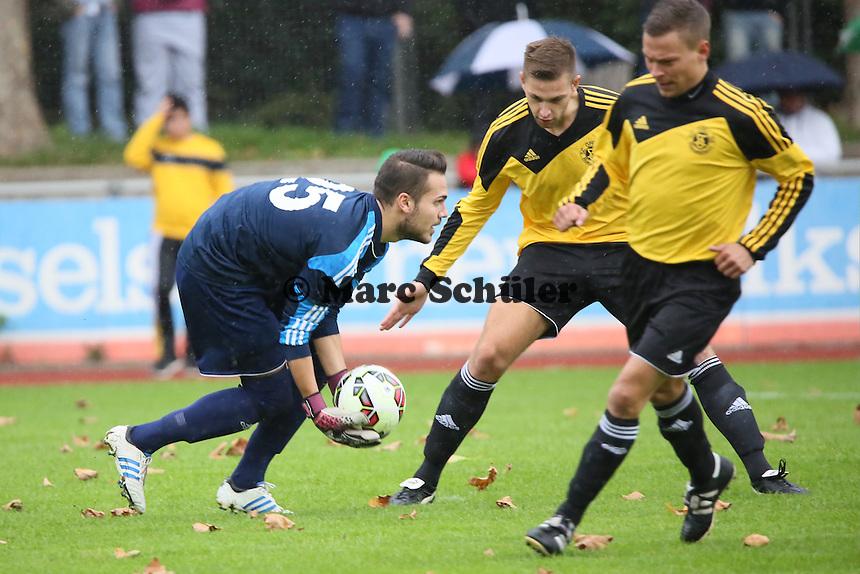 Goekhan Arici (SC OPEL) hat den Ball - SC Opel Rüsselsheim vs. Eintracht Frankfurt, Testspiel Stadion am Sommerdamm