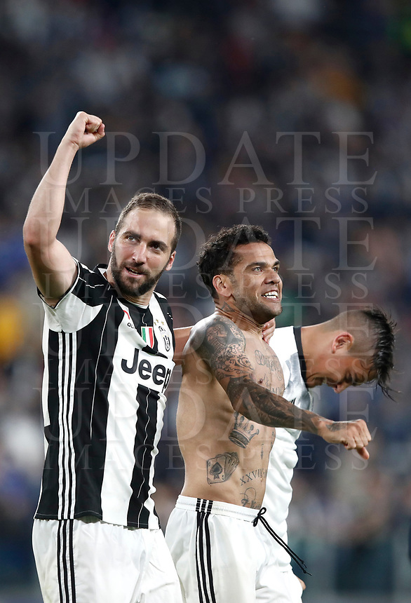 Football Soccer: UEFA Champions League semifinal second leg Juventus - Monaco, Juventus stadium, Turin, Italy,  May 9, 2017. <br /> Juventus' Gonzalo Higuain (l) Dani Alves (c) and Paulo Dybala (r) celebrate after winner the Uefa Champions League football match between Juventus and Monaco at Juventus stadium, on May 9, 2017.<br /> UPDATE IMAGES PRESS/Isabella Bonotto