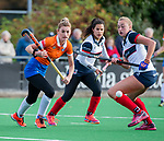 HUIZEN - Hockey - Merel Aarts (Bldaal)  met Vera van Schagen (HUI) en Mirte Jansen (HUI)    . Hoofdklasse hockey competitie, Huizen-Bloemendaal (2-1) . COPYRIGHT KOEN SUYK