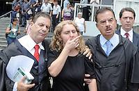 Santo Andre, SP,14 FEVEREIRO 2012- Mae de Eloa Ana Cristina Pimentel (c) junto com o advogado da familia Dr Ademar Gomes  no Forum de Santo Andre durante o julgamento de Lidemberg na manha dessa terça feira. (FOTO: ADRIANO LIMA - NEWS FREE).