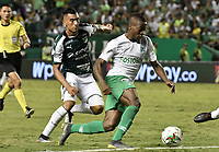PALMIRA - COLOMBIA, 26-05-2019: Christian Rivera del Cali disputa el balón con Helibelton Palacios de Nacional durante partido entre Deportivo Cali y Atlético Nacional por la fecha 4, cuadrangulares semifinales, de la Liga Águila I 2019 jugado en el estadio Deportivo Cali de la ciudad de Palmira. / Christian Rivera of Cali vies for the ball with Helibelton Palacios of Nacional during match between Deportivo Cali and Atletico Nacional for the date 4, semifinal quadrangulars, as part Aguila League I 2019 played at Deportivo Cali stadium in Palmira city.  Photo: VizzorImage / Gabriel Aponte / Staff
