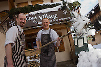 Europe/France/Rhone-Alpes/74/Haute-Savoie/Megève :  restaurant: Flocons Village le Bistrot de Manu Renault- le chef John Thorpe et son second Bernard Lottin