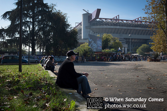 Internazionale 1 Cagliari 2, 16/10/2016. San Siro, Italian Serie A. Fans waiting in the sunshine outside the Stadio Giuseppe Meazza, also known as the San Siro, before Internazionale took on Cagliari in an Italian Serie A fixture. The match was overshadowed by a huge controversy that as Inter Ultras declared open warfare on captain Mauro Icardi for a chapter in his autobiography, accusing him of lying about an incident in 2015. Inter Milan lost the match 2-1, watched by a crowd of 43,757. Photo by Colin McPherson.