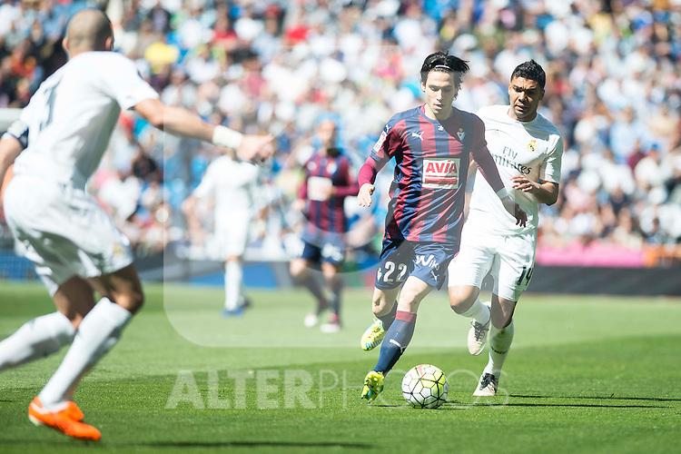 Real Madrid's Carlos Henrique Casemiro and Sociedad Deportiva Eibar's Jota Peleteiro during La Liga match. April 09, 2016. (ALTERPHOTOS/Borja B.Hojas)