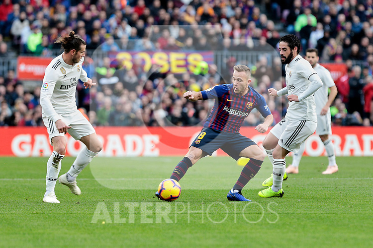 FC Barcelona's Arthur Henrique Ramos and Real Madrid's Gareth Bale (L) and Francisco Alarcon 'Isco' (R) during La Liga match between FC Barcelona and Real Madrid at Camp Nou Stadium in Barcelona, Spain. October 28, 2018. (ALTERPHOTOS/A. Perez Meca)