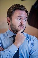 Dan Jannik J&oslash;rgensen (f&oslash;dt 12. juni 1975 i Odense[1]) er en dansk politiker, der mellem 2013 og 2015 var f&oslash;devareminister[2] for Socialdemokraterne.[3] Han var medlem af Europa-Parlamentet for Socialdemokraterne fra 2004 til 2013. Han var spidskandidat og blev genvalgt ved Europa-Parlamentsvalget 2009.<br /> <br /> Dan J&oslash;rgensen har siden midten af 2015 dannet par med skuespilleren Laura Bach. Tidligere har han dannet par med modellen Sofie Jagert.[4]<br /> <br /> Han er opvokset i Morud[4] p&aring; Fyn. Han gik p&aring; Nordfyns Gymnasium i S&oslash;nders&oslash; p&aring; Nordfyn fra 1991 til 1994. Dan J&oslash;rgensen, der er cand.scient.pol., l&aelig;ste statskundskab ved Aarhus Universitet og University of Washington med specialisering i EU og politisk kommunikation. Han var formand for Frit Forum &Aring;rhus 2001-2002.<br /> <br /> Dan J&oslash;rgensens indgang i politik var pr&aelig;get af m&oslash;det med forhenv&aelig;rende formand for Socialdemokratiet og tidligere milj&oslash;minister Svend Auken, som han m&oslash;dte i forbindelse med arbejdet i Frit Forum i &Aring;rhus.<br /> <br /> I 2015 fremlagde han et lovforslag til en &aelig;ndring af Dyrev&aelig;rnsloven, der blandt andet skulle forbyde dyresex i Danmark. Forslaget blev i april samme &aring;r vedtaget af et flertal af Folketingets partier.[5][6]<br /> Europa-Parlamentet<br /> <br /> Dan J&oslash;rgensen stillede for f&oslash;rste gang op til Europa-Parlamentet i 2004. Her blev han indvalgt med 10.350 personlige stemmer den 13. juni 2004. Dan J&oslash;rgensen blev derefter n&aelig;stformand i Milj&oslash;udvalget (ENVI).<br /> <br /> Ved Europa-Parlamentsvalget 2009 var han sit partis spidskandidat. Dan J&oslash;rgensen opn&aring;ede genvalg med et personligt stemmetal p&aring; 233.266[7], hvilket er det fjerdeh&oslash;jeste stemmetal en dansker har opn&aring;et ved et valg til Europa-Parlamentet.<br /> <br /> <br /> <br /> Foto: Jens Panduro.