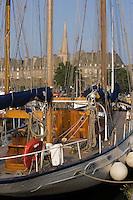 Europe/France/Bretagne/35/lle et Vilaine/Saint-Malo: la cité Intramuros,ses remparts,et le port  du Bassin Duguay Trouin