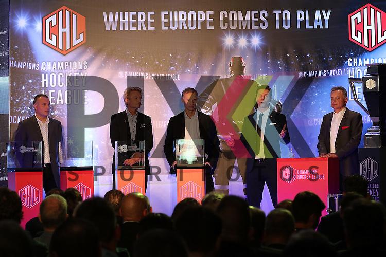 von links nach rechts, Robert Reichel (former CZE Icehockey Player), Anders Ternbom (Board Chairman CHL),Dominik Hasek (former CZE &amp; NHL Goalie),Kommentator,Szymon Szemberg (COO &amp; Communications director CHL)  bei der Auslosung der CHL Season Group Draw 2015/2016.<br /> <br /> Foto &copy; P-I-X.org *** Foto ist honorarpflichtig! *** Auf Anfrage in hoeherer Qualitaet/Aufloesung. Belegexemplar erbeten. Veroeffentlichung ausschliesslich fuer journalistisch-publizistische Zwecke. For editorial use only.