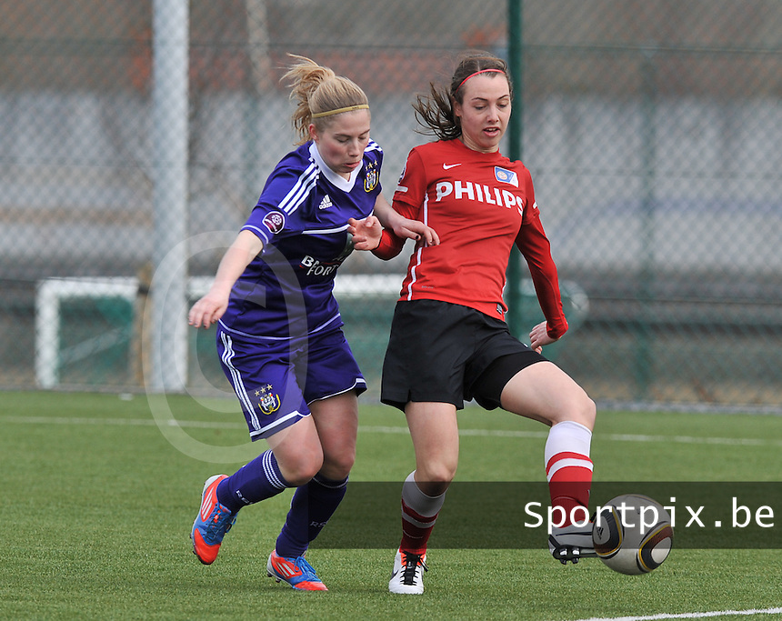RSC Anderlecht Dames - PSV / FC Eindhoven : Jana Coryn (links) in duel met Maran Van Erp.foto David Catry / Vrouwenteam.be