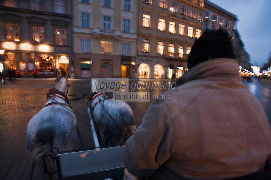Europe/Voïvodie de Petite-Pologne/Cracovie: Promenade en calèche dans la vieille ville - - Vieille ville (Stare Miasto) classée Patrimoine Mondial de l'UNESCO,