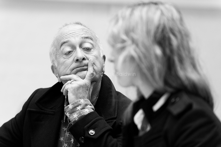 """""""King Lear"""" rehearsed reading rehearsals. Old Vic Theatre. Director: Jonathan Miller. Tony Robinson, Honeysuckle Weeks."""