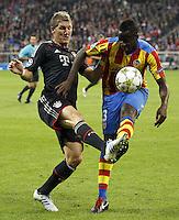 MUNIQUE, ALEMANHA, 19 SETEMBRO 2012 - LIGA DOS CAMPEOES - BAYERN DE MUNICH X VALENCIA - Bastian Schweinsteiger (E) jogador do Bayern de Munich durante lance de partida contra Aly Cissokho do Valencia em jogo pela primeira rodada do Grupo F da Liga dos Campeoes no Allianz Arena em Munique na Alemanha, nesta quarta-feira, 19. (FOTO: PIXATHLON / BRAZIL PHOTO PRESS).