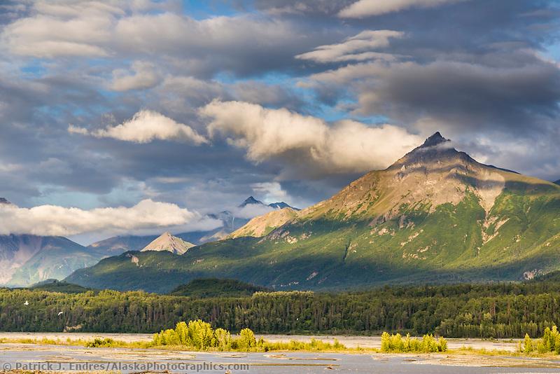Matanuska River, Matanuska Valley along the Glenn Highway, Alaska.
