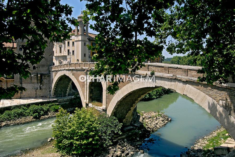Ponte Fabricio em Roma. Itália. 2006. Foto de Luciana Whitaker.