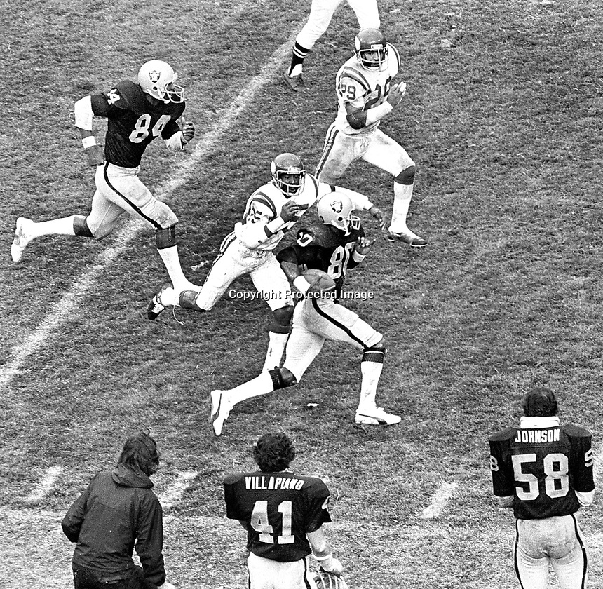 Raiders Joe Stewart #80 running with#84 Derrick Ramsey against the Vikings.#25 Nate Allen..(1978 photo/Ron Riesterer)