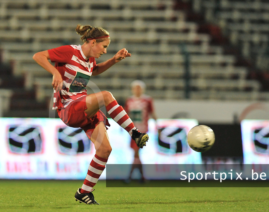 20130903 - ANTWERPEN , BELGIUM : Antwerp Lisa Korevaar pictured during the female soccer match between Royal Antwerp FC Vrouwen and SC Heerenveen at the BOSUIL STADIUM , of the second matchday in the BENELEAGUE competition. Tuesday 3 September 2013. PHOTO DAVID CATRY