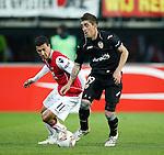 Nederland, Alkmaar, 29 maart 2012.Europa League.Seizoen 2011-2012.AZ-Valencia (2-1).Pablo Hernandez van Valencia en Maarten Martens (l.) van AZ strijden om de bal