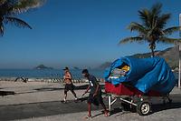 RIO DE JANEIRO, RJ, 06.02.2014 - Mais um dia de sol forte e calor, nesta quinta-feira,  sobre a Cidade Maravilhosa onde desde cedo banhistas começam a chegar na Praia do Recreio, zona oeste da cidade. (Foto: Néstor J. Beremblum / Brazil Photo Press)