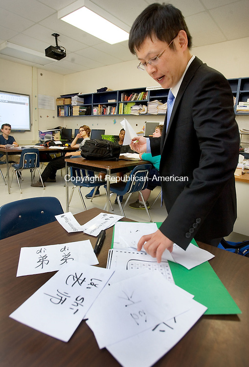 WINSTED CT. 29 September 2015-092915SV01-Kevin Hu , teacher, uses flash cards to teach Mandarin at Gilbert School in Winsted Tuesday. Gilbert School is one of the few schools in Connecticut that offers Mandarin. The teaching of the language ties in with the Chinese students who began attending the quasi-public junior-senior high school a couple of years ago. <br /> Steven Valenti Republican-American