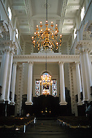 Nicholas Hawksmoor: Christ Church, Spitafields. Nave and altar. Photo '05.