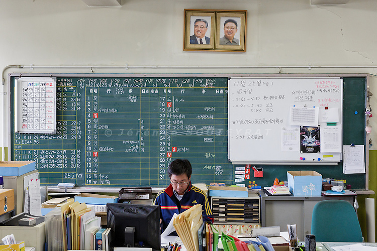 Osaka, Japan, November 25 2016 - Portrait of DPRK former leaders Kim Il-Sung &amp; Kim Jung Il in the teachers room of East-Osaka Korean middle school (Higashi-Osaka chosen chugakko).<br /> 140 Korean schools are operated in Japan, including kindergartens and one university. The schools were initially funded by North Korea, but this money has dried up and the Japanese government has refused the Chosen Soren (General Association of Korean Residents in Japan with close ties to North Korea)&rsquo;s requests that it fund Korean schools.<br /> Professors at East-Osaka Korean middle school have not been paid for months.