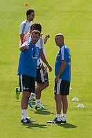 Coach Assistant speaks with Zidane during Real Madrid´s first training session of 2013-14 seson. July 15, 2013. (ALTERPHOTOS/Victor Blanco) ©NortePhoto