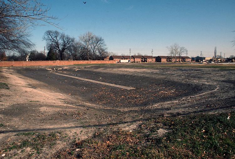 1992 January 24..Redevelopment.Huntersville 1&2 (R-70)..LOTT CAREY SITE.DETENTION POND LOOKING NORTHEAST FROM VIRGINIA BEACH BLVD...NEG#.NRHA#..