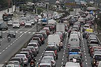 SÃO PAULO, SP, 13/02/2012, TRANSITO AV. RADIAL LESTE.<br /> Transito pesado na Av. Radial Leste sentido do centro na manhã de hoje (13).