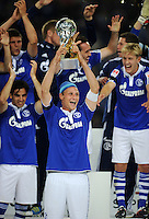 FUSSBALL   1. BUNDESLIGA   SAISON 2011/2012   SUPERCUP FC Schalke 04 - Borussia Dortmund            23.07.2011 Benedikt HOEWEDES (Schalke) jubelt mit dem Ligapokal