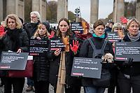 """Prof. Dr. Kristina Wolff, Initiatorin der """"Petition SaveXX – Stoppt das Toeten von Frauen"""" (1.vl. im Bild) organisierte am Mittwoch den 13. November 2019 in Zusammenarbeit der Frauenrechtsorganisation """"Terre des femmes"""" eine Kundgebung zum Gedenken an ueber 140 in Deutschland ermordete Frauen im Jahr 2019. Sie forderte die Bundesregierung zu konsequenterem Handeln auf und haerter gegen toedliche Gewalt gegen Frauen vorzugehen.<br /> Als """"Stoppzeichen"""" hielten die Teilnehmerinnen rot bemalte Haende hoch.<br /> 13.11.2019, Berlin<br /> Copyright: Christian-Ditsch.de<br /> [Inhaltsveraendernde Manipulation des Fotos nur nach ausdruecklicher Genehmigung des Fotografen. Vereinbarungen ueber Abtretung von Persoenlichkeitsrechten/Model Release der abgebildeten Person/Personen liegen nicht vor. NO MODEL RELEASE! Nur fuer Redaktionelle Zwecke. Don't publish without copyright Christian-Ditsch.de, Veroeffentlichung nur mit Fotografennennung, sowie gegen Honorar, MwSt. und Beleg. Konto: I N G - D i B a, IBAN DE58500105175400192269, BIC INGDDEFFXXX, Kontakt: post@christian-ditsch.de<br /> Bei der Bearbeitung der Dateiinformationen darf die Urheberkennzeichnung in den EXIF- und  IPTC-Daten nicht entfernt werden, diese sind in digitalen Medien nach §95c UrhG rechtlich geschuetzt. Der Urhebervermerk wird gemaess §13 UrhG verlangt.]"""
