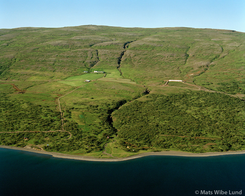 Dagverðanes og orlofshúsasvæði séð til norðvesturs, Skorradalsvatn, Skorradalshreppur / Dagverdanes farm and holiday homes viewing northwest, lake Skorradalsvatn, Skorradalshreppur.